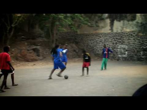_9_Basketball_Court_Battle_Dakar_Edgar_Davids_Street_Soccer_Tour_2010
